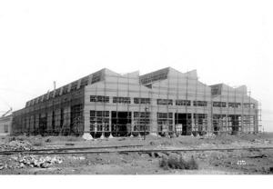 建設中のロール加工工場=1941年(新日鉄住金八幡製鉄所所蔵)