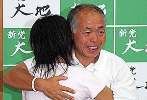 新党大地から立候補し衆院議員に当選した鈴木宗男氏=2005年9月11日
