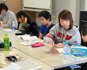 毎週火・土曜日に開かれている「よこはま学習室」=横浜市西区