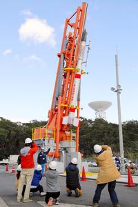 打ち上げられる予定だった小型ロケット(JAXA提供)