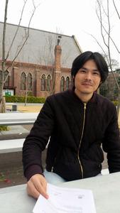 「難民のことをもっと知ってほしい」と話すアフガニスタン国籍のイーダック・モハド・レザさん=京都市の同志社大学で