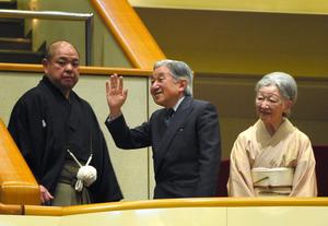 両陛下、大相撲楽しむ