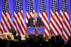 11日、ニューヨークであった記者会見で話すトランプ次期米大統領=ロイター