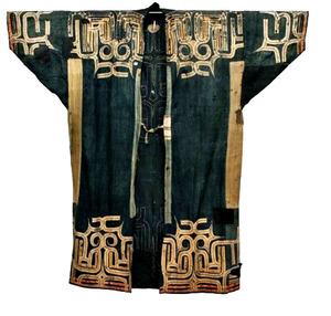 世界最古級の可能性があるアイヌ民族の木綿衣の前部=釧路市立博物館提供