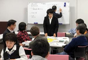 「出会いウィーク」に向けて話し合う実行委員会のメンバー=2016年11月、奈良市、実行委提供
