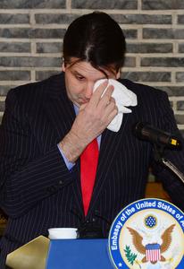 13日午後、ソウルでの離任会見で涙ぐむリッパート駐韓米大使=東亜日報提供