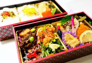 「肥後あか牛のすき焼き風」など地元食材を使ったお弁当=14日、熊本市総合体育館、金子淳撮影