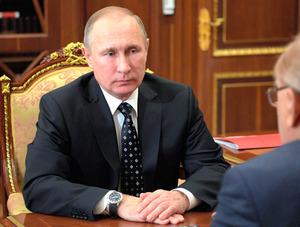 不名誉な情報、ロシアで暗躍 プーチン氏出世の契機にも