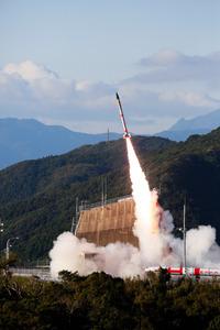 鹿児島県肝付町の内之浦宇宙空間観測所から打ち上げられた宇宙航空研究開発機構(JAXA)の小型ロケット。その後、打ち上げ失敗が発表された=JAXA提供
