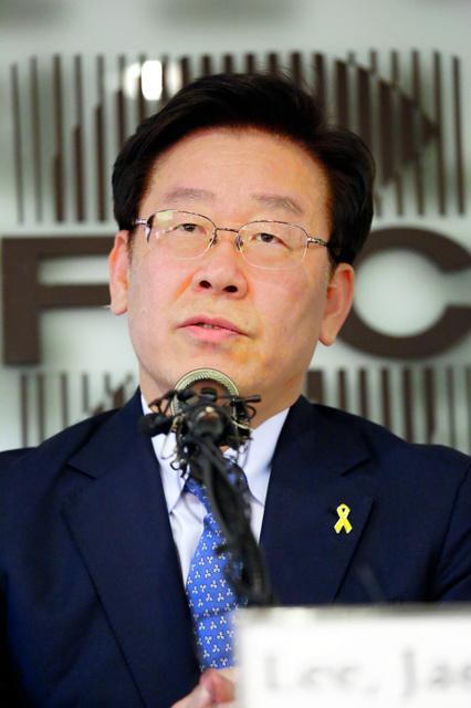 ソウル市内で記者会見する李在明・城南市長=2016年12月、東岡徹撮影