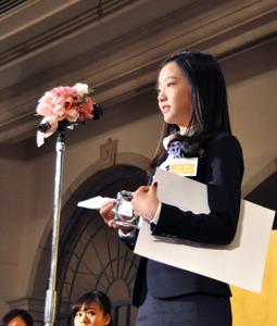 関西スポーツ賞の表彰式で「平昌五輪の選考があるので、代表に選ばれるような一年にしたい」と話したフィギュアスケートの本田真凜