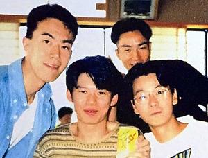 左から西口卓さん、藤原信宏さん、吉形圭右さん、田島照久さん=吉形さん提供