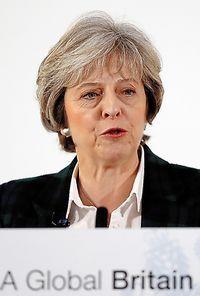 17日、英国のEU離脱について演説するメイ首相=AP