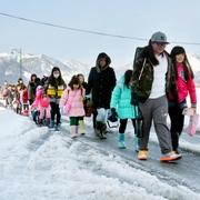 大雪の三重、5日ぶりに児童の笑顔 いなべの小中学校