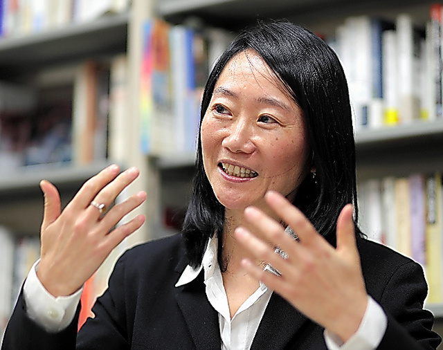 「郊外」の研究を進める一橋大准教授の森千香子さん=杉本康弘撮影