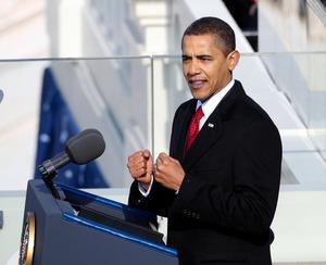 就任式で演説するオバマ米大統領=ロイター