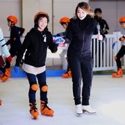 アイスダンス元代表リードさん 児童64人に滑り方指導
