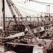 工事中の軍艦島、写真あった 昭和期、狭い島で工夫