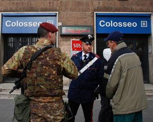 18日の連続地震ではローマも揺れた。地震の後、地下鉄の駅が閉鎖された=AP