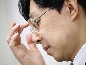 会見で辞任の意向を表明した日本将棋連盟の谷川浩司会長=18日午後、東京都渋谷区、時津剛撮影