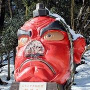巨大な天狗像の鼻、雪の重みでポッキリ 京都・鞍馬