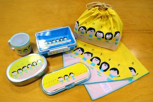 ランチグッズの一つ。弁当箱やマグカップなどに、「いただきます」とあいさつする子どものキャラクターが描かれている