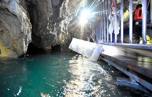台風で冠水の「龍泉洞」、3月営業再開へ 岩手・岩泉町