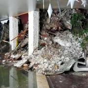 雪崩がホテル直撃、3人死亡・多数不明 イタリア地震