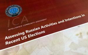 2017年1月6日、機密解除された米情報機関の調査報告書の一部。16年の米大統領選で、ロシアのプーチン大統領がトランプ有利に動くよう命じ、民主党全国委員会(DNC)にハッカー攻撃を仕掛けた、などと記されている=AP