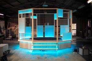 グラミー賞の会場で展示される茶室。運搬するときは約40個のパーツに分かれる=大川市提供