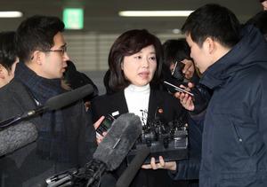 韓国現職閣僚の逮捕状審査 文化人ブラックリスト問題で
