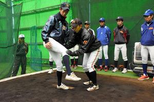 愛知)社会人野球選手が高校生らを指導 県高野連が講習
