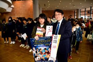 熊本)「プリンスアイスワールド」に益城町の子らを招待
