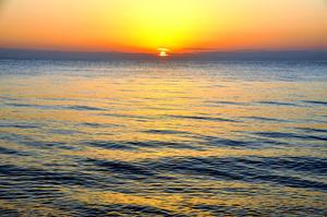 水平線の夕日
