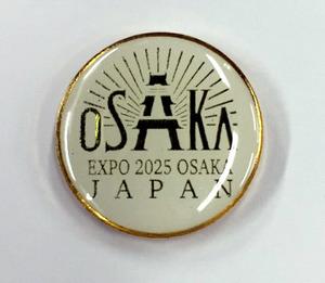 大阪観光局が製作したピンバッジ=同局提供