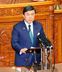 参院本会議で代表質問に立つ自民党の吉田博美参院幹事長=24日午前10時57分、岩下毅撮影