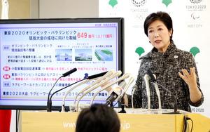 予算案を説明する東京都の小池百合子知事=25日午後、都庁、川村直子撮影