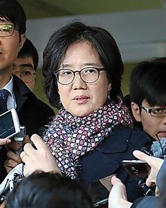 無罪判決を受けた韓国の朴裕河・世宗大教授=25日午後、ソウル東部地裁