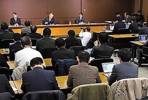 上田新会長の会見に多くの記者が集まった=25日午後、東京都渋谷区、堀英治撮影