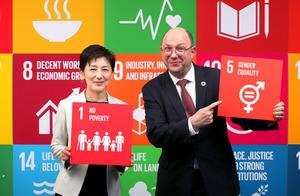 17目標のうち、自身が気になるテーマを持つトーマス・ガス氏(右)と国谷裕子氏=東京都渋谷区の国連大学、金川雄策撮影
