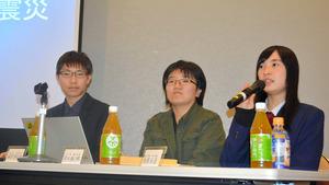 17歳になった「16歳の語り部」。左から雁部那由多さん、津田穂乃果さん、相沢朱音さん=昨年12月23日、東京都文京区の文京シビックセンター