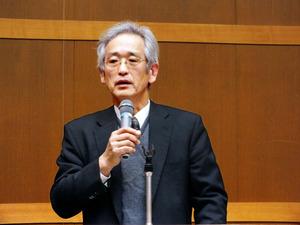 講演する竹内章郎・岐阜大教授=北区の立命館大国際平和ミュージアム