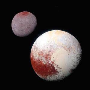 米航空宇宙局の探査機ニューホライズンズが撮影した冥王星(右下)とカロン。冥王星の左下に、クジラの形に見える「クトゥルフ領域」がある=NASA提供