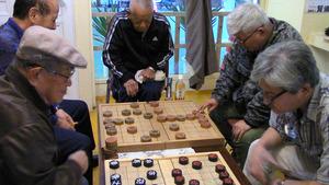 沖縄県沖縄市の銀天街商店街では、毎週土曜日に「琉球象棋教室」が開かれている