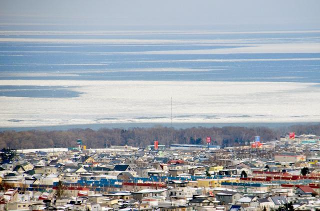 オホーツク海沿岸に押し寄せた流氷=網走市