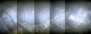福島第一原発2号機の原子炉圧力容器直下の様子。作業用足場には溶けた核燃料とみられる黒い塊がこびりつく。足場の一部は落ち、約1メートル四方の穴が開いていた=東京電力が動画から切り出した画像をつなぎ合わせて提供