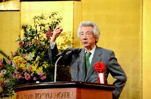脱原発について講演する小泉純一郎元首相=2日、名古屋市中区