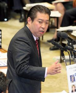 衆院予算委で質問する民進党の福島伸享氏=2日午後1時22分、岩下毅撮影