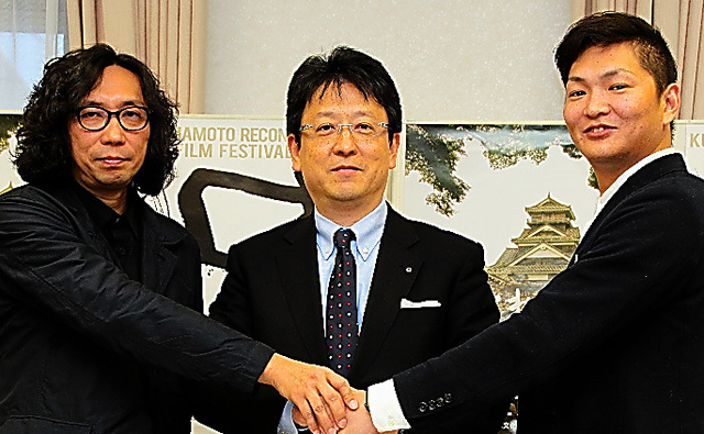 実行委員会の行定勲監督(左)ら