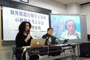 記者会見する共同代表の高遠菜穂子さん(左)と蟻塚亮二医師。青森市在住の大竹進医師はスカイプで参加した=東京都中央区東日本橋2丁目